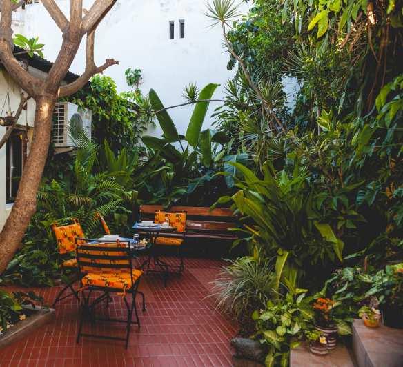 Residencial Palmeiras courtyard garden